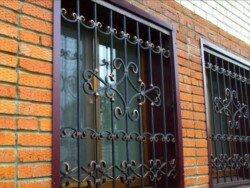 ковано сварная оконная решетка изготовленная для частного дома