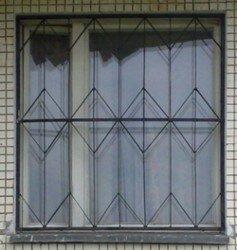 простая дешевая решетка на окно в квартире