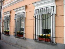 решетки изготовленные под цветы для окон